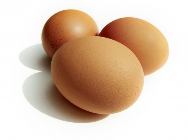 hen-eggs-white-background_41691-72